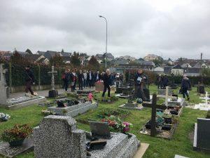Se passer des produits phytosanitires dans les cimetières (Yvetot_10.10.17)